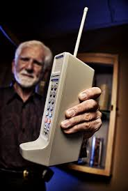 http://www.plimbi.com/news/5073/handphone-pertama